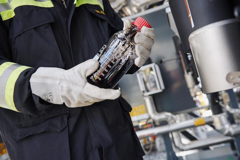 Műanyaghulladékból készült szintetikus olajjal kísérletezik az OMV