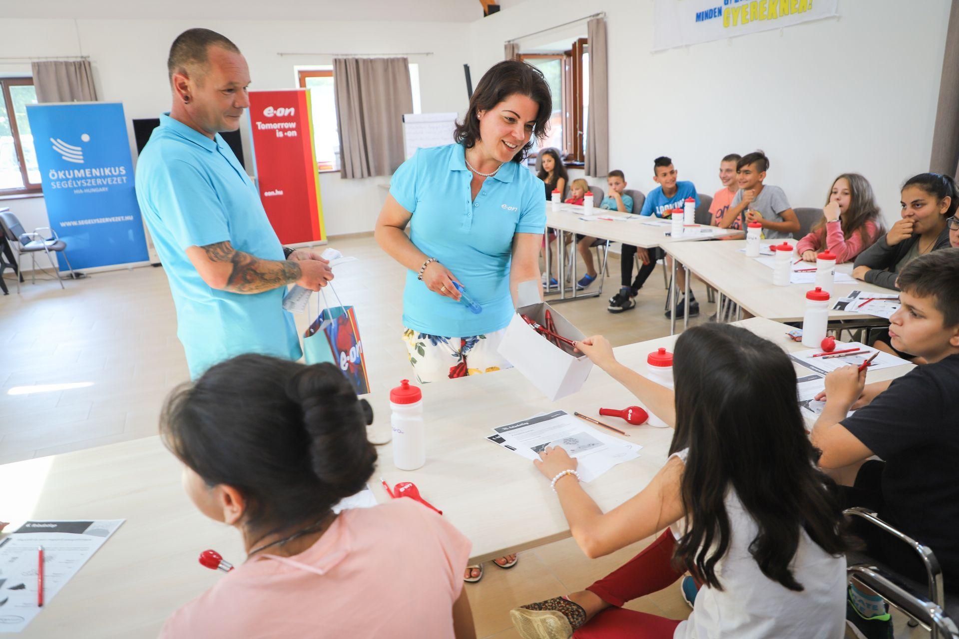 Hátrányos helyzetű gyerekek digitális felzárkóztatását támogatta az E.ON