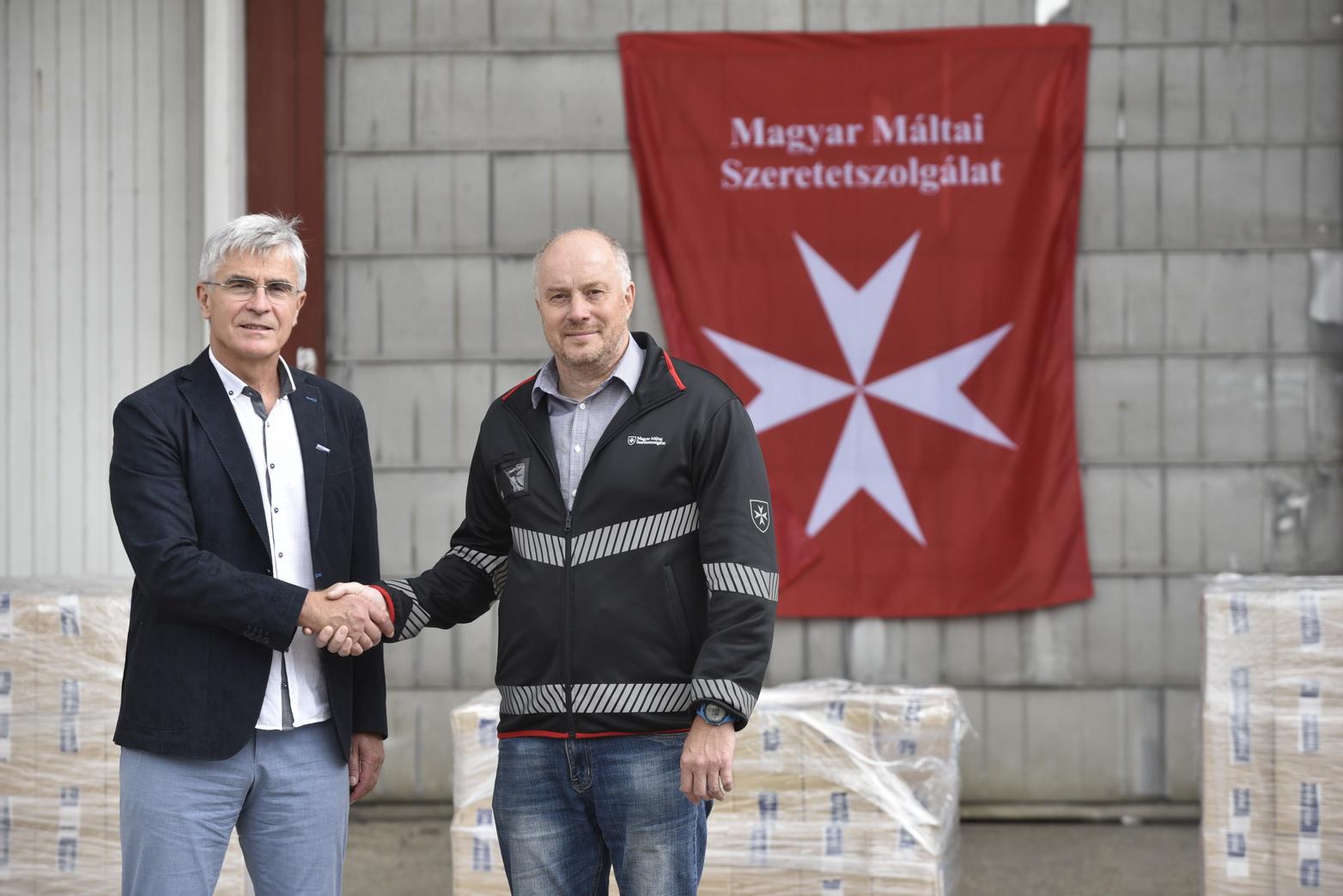 Kéz- és felületfertőtlenítőt adományozott a Poli-Farbe